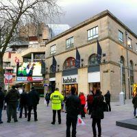 Royaume-Uni, grand écran dans la rue pour le Rugby à Cardiff, Кардифф