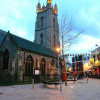 Royaume-Uni, la Cathédrale le soir de la ville de Cardiff, Кардифф
