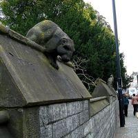 Animais nas muralhas do castelo de Cardiff, Кардифф