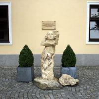 Kismarton (Eisenstadt), Burgenland (Österreich) - Franz Joseph Haydn (Rohrau, 1732 - Bécs, 1809) osztrák zeneszerző, a bécsi klasszikus zene első nagy mestere. Hamvai itt a Bergkirche Haydn-mauzóleumában (az Esterházyak egykori várkápolnájában) nyugszanak, Айзенштадт