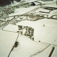 """Flugplatz Trieben beim """"PINK-SYLVESTER-BOOGIE 1992"""" in Trieben, Steiermark, Österreich. 1993 01 01. Aufnahme am Fallschirm mit Helm-Kamera. 1993 01 01., Трибен"""