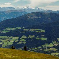 widok na zachód z Gerlitzen, na horyzoncie Taury Wysokie, Виллач