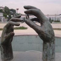 Hands  statue near main stadium of Stepanakert,aug2011, Степанокерт