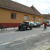 A kor járműve a vidéki Magyarországon., Байя