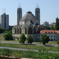 201107171103 Dunaújvárosi templom a Fáy András utca felől, Дунауйварош