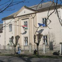 Zeneiskola (volt járásbíróság és börtön), Heves, Гионгиос