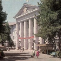 Душанбе.Медицинский институт им.Абу Али Ибн Сины. Фото Б.Гарбуза.27/VIII/1975, Советский