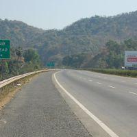 DPAK MALHOTRA, Lonely Road, Durtagati Marg NH4 - Mumbai Pune, Maharashtra, Bharat, Ашт