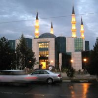 The turkish cultural center and behind it minarets of a mosque are visible, Ашхабад