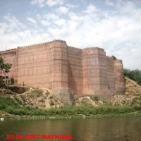 KANSKILA AT BANK OF YAMUNA-MATHURA, Дарваза