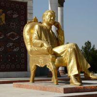 Мары, памятник Великому Сапармураду Туркменбаши, Мары