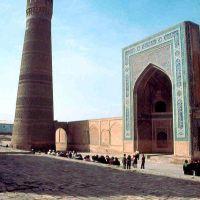 1985.04. - Buhara, Koljan mosque (from 9th century) and minaret (from 12th century), Бухара