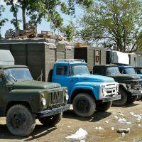 Boukhara : Marché principal, de solides camions, Бухара