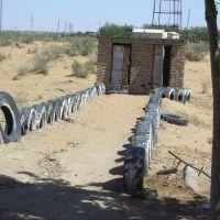 """Mythic Toilets"" Toilettes mythiques dans le désert Kizyl Koum Uzbekistan, Газли"