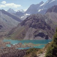 du col de Tchoukourak (3180 m) : vue vers les lacs de Koulikalon, Усмат