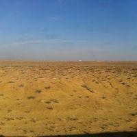 Самолёт в пустыне из окна поезда., Чимбай