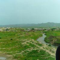 Route A 378 de Chakhbrisak à Samarcande, village au fond de la vallée, Ингичка