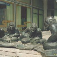 Sculpture of old men near museum / Rzeźba żywo rozmawiających starców, Самарканд