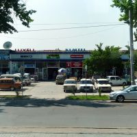 Tachkent : avenue Navoï, contre-allée et magasins délectroménager, Димитровское