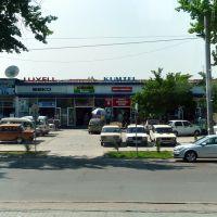 Tachkent : avenue Navoï, contre-allée et magasins délectroménager, Пскент