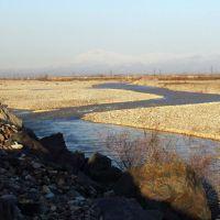 Изгибы реки, Янгибазар