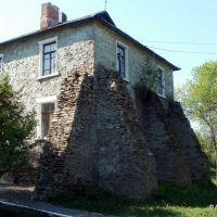 дом с подпорками, Дебальцево