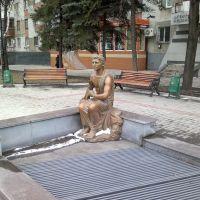 Статуя у фонтана 27.03.2012, Донецкая