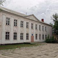 Бывший интренат Сталинской архитектуры, Зугрэс