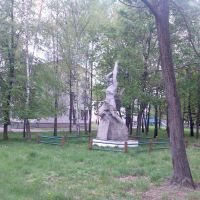 Памятник біля школи - Велика Цвіля, Дзержинск