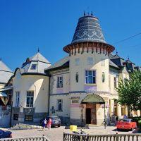 Берегове (Beregszász), Ukraine (Kárpátalja) -  Egykori Úri Kaszinó, ma Arany Páva étterem, Берегово
