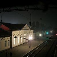 ЖД Вокзал ночью в лёгком тумане, Свалява