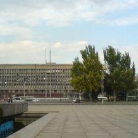 Вид на областную администрацию с пл. Фестивальной, Запорожье