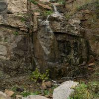 Небольшой водопад, Каменное