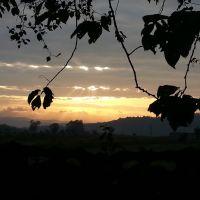 Осінь, вечоріє. Промені сонця крізь свинцеві хмари, Болшовцы