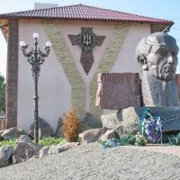 Монумент слави УПА*, Городенка