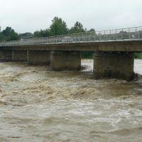 ріка Прут під час повені, Делятин