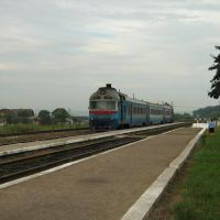 ►Дизель-поїзд прибуває на станцію, Жовтень