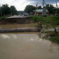 Зруйнована ділянка дороги Заболотів-Косів (після повені 25.07.2008), Заболотов