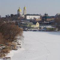 Река Рось подо льдом. На заднем плане - церковь Марии Магдалены 18 в., Белая Церковь