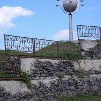 памятник молекуле, Бровары