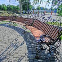 кованные скамейки возле стадиона ника, Александрия