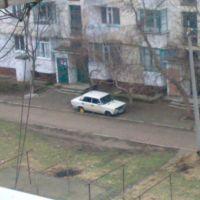 Двор ул.Нестерова и Восточной. Машина без колёс., Джанкой