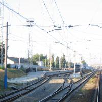 Прибытие на станцию Джанкой. Слева пригородные платформы. 2008г, Джанкой