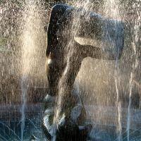 Скульптура девушки в фонтане. Ялта, Массандра