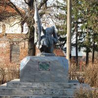 Памятник невідомому солдату( безголовий), Великие Мосты