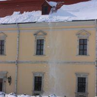 сніг падає з дахів, Золочев