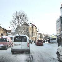 Въезд на площадь рядом с университетом. Справа - торговый центр. Вид на северо-восток., Самбор