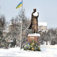 Памятник С.Бандере, герою здешних мест. Вид на север. Ветер - с востока., Самбор