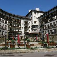 """Панорама  фасада отеля """"Шале Грааль""""., Трускавец"""