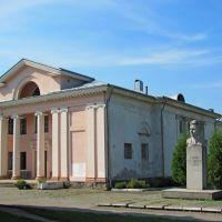 Бывший кинотеатр, на ул. Б. Хмельницкого. Памятник В. Бобинскому., Червоноград